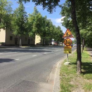 Liikennemerkin lisäkyltti, joka ilmoittaa poliisin liikennevalvonnasta