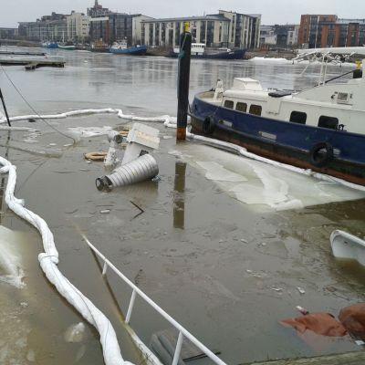 Ett fartyg sjönk vid Hertonäs strand.