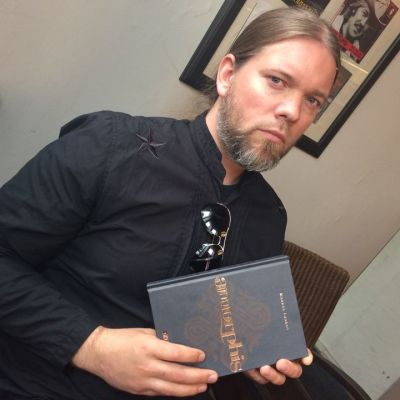 Amorphis-kirjan kirjoittaja Markus Laakso