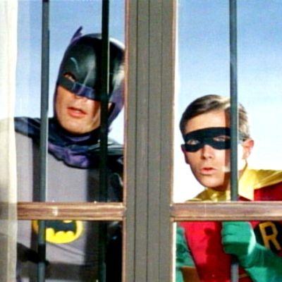 Batman ja Robin tarkkailevat silmä kovana rikollista aktiviteettia