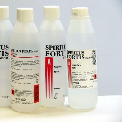 Lääkealkoholi- eli spiritus fortis -pulloja.