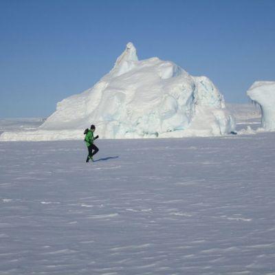 Jukka Viljanen juoksee Grönlannin Isotorqissa.