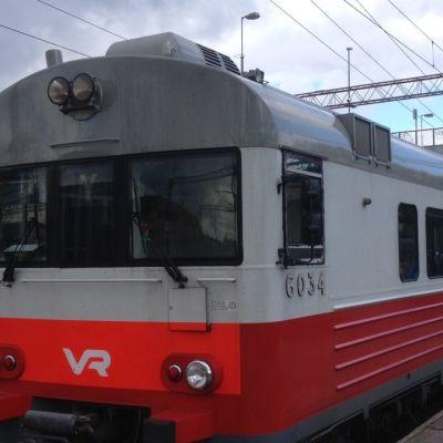 Y-juna Karjaan asemalla