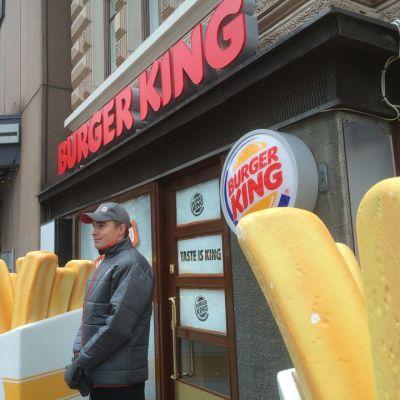 Burger Kingin ulko-ovi ja mainoskyltit