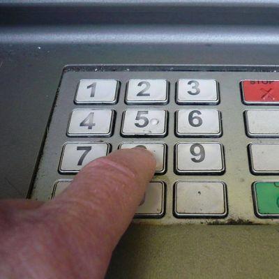 pankkiautomaatin näppäimet