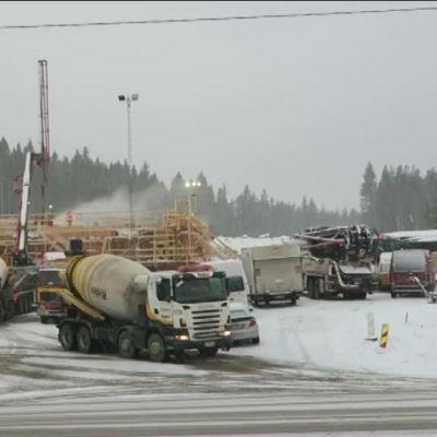 Yle Uutiset Häme: 22 tunnin rekkaralli: Moottoritiesiltaan tarvitaan 900 kuutiota betonia