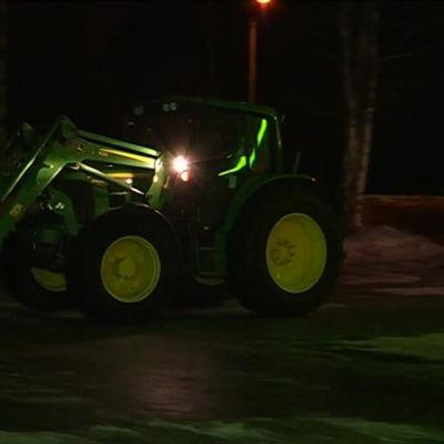Mielenosoitukseen traktorilla Mikkelistä