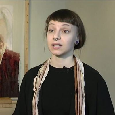 """Yle Uutiset Pirkanmaa: Sanni Weckman kertoo """"Hillevi""""-teoksestaan"""