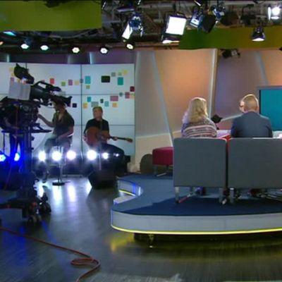 Ylen aamu-tv: Uutisluokkalaiset kysyivät pääministeriltä: Miksi ette pidä lupauksianne?