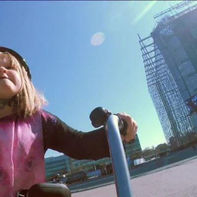 Uutisvideot: Näin puet pyöräilykypärän oikein lapselle