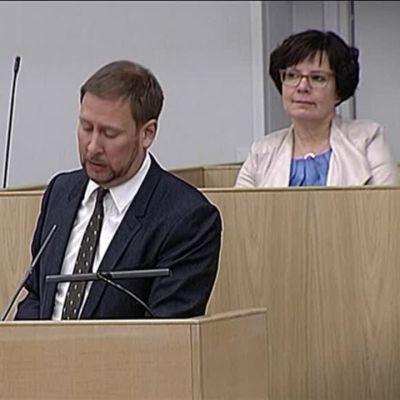 Uutisvideot: Paavo Arhinmäki ja Timo Soini kiistelivät valtion omistajaohjauksesta