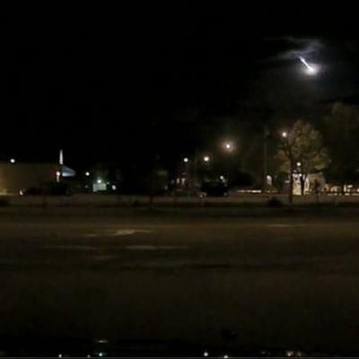 Uutisvideot: Poliisin kojelautakamera tallensi meteorin lennon