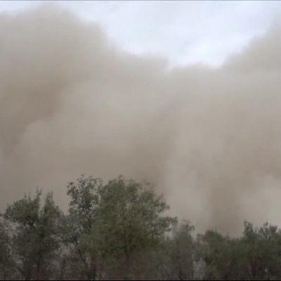 Uutisvideot: Hiekkamyrsky nielaisi kaupungin Kiinassa