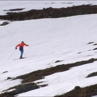 Urheilujuttuja: Kilpisjärven leiri shokki hiihtäjien kropalle