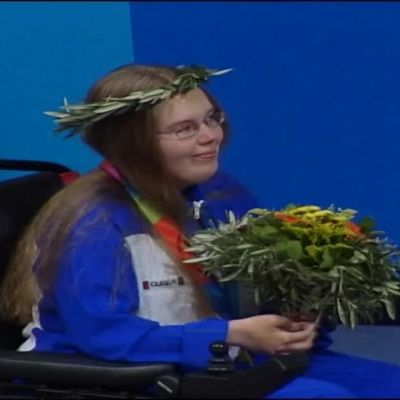 Urheilujuttuja: Arkistoista: Para-ampuja Minna Leinonen paukahti kultamitalistiksi yllättäen vuonna 2004