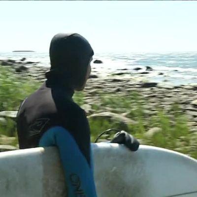 Uutisvideot: Surf hunter Juha Sila tracks big wave action
