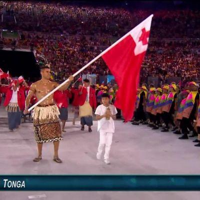 Olympia-avajaisten häikäisevin lipunkantaja