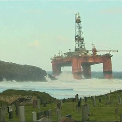 Uutisvideot: Öljynporauslautta ajautui rantaan Skotlannissa