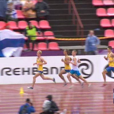 Urheilujuttuja: Ruotsi kolmoisvoittoon pulahduksista huolimatta