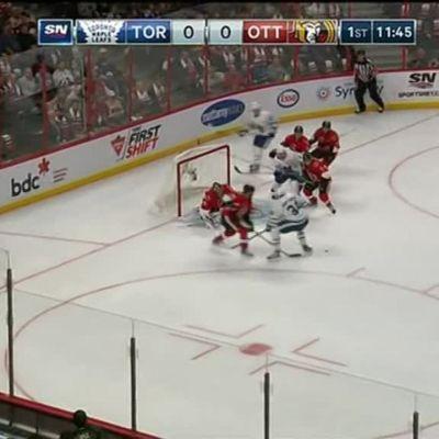 NHL huippuhetket: Historiallinen NHL-debyytti: Auston Matthews takoi neljä maalia!