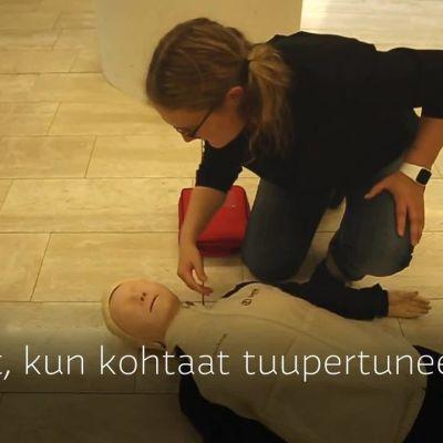 Yle Uutiset Uusimaa: Tiedätkö, kuinka defibrillointi tapahtuu
