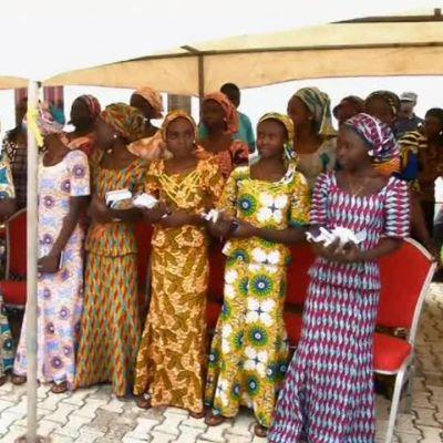 Uutisvideot: Vapautetut nigerialaistytöt juhlivat perheidensä kanssa