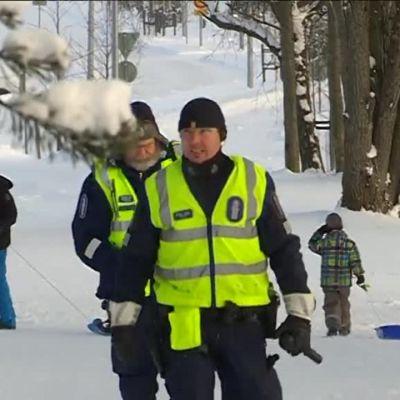 Yle Helsinki: Poliisi ratsasi pulkkamäen