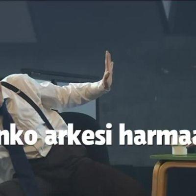 Uutisvideot: Toimintaelokuvaa avokonttorissa – tanskalainen nykysirkusryhmä vaatii arkeen leikkimieltä