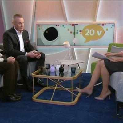 """Uutisvideot: Arto Nyberg muistelee Aamu-tv:n lähetystä vuodelta 1997: """"Puhetta tulee, vaikka ajatus ei kulje"""""""