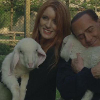 Uutisvideot: Berlusconi halailee pääsiäispöydästä pelastamiaan lampaita – Italian lihateollisuus raivostui videosta