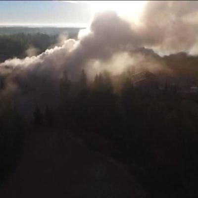 Uutisvideot: Ilmakuvaa Euran kauppakeskuksen palosta