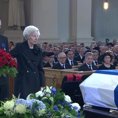 Uutisvideot: Tellervo Koivisto jätti hyvästit miehelleen