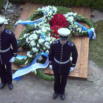 Uutisvideot: Oi kallis Suomenmaa -laulu päätti presidentti Koiviston hautajaiset