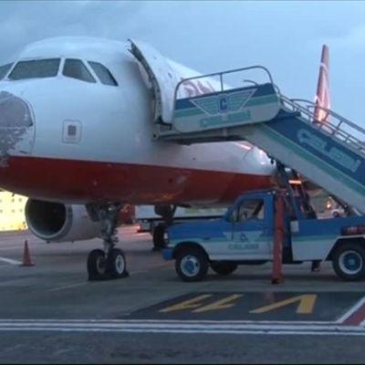 Uutisvideot: Lentäjä toi raekuuron vahingoittaman koneen turvallisesti maahan