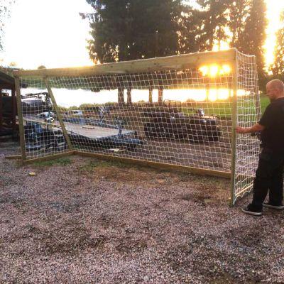 Jalkapallomaali Nousiaisten jalkapallokentällä.