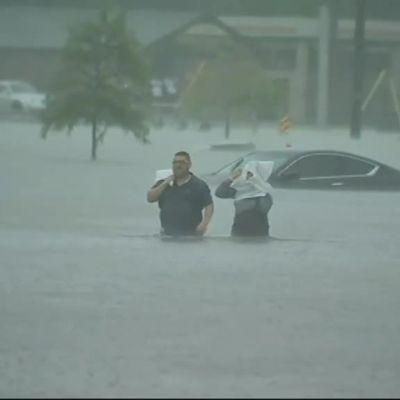 Uutisvideot: Miljoonakaupunki Houston on veden vallassa
