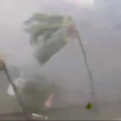 Uutisvideot: Video myrskyn keskeltä: Hurrikaani Irma ruoski Neitsytsaaria