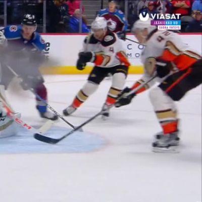 NHL: Mikko Rantanen alusti kaksi ylivoimamaalia