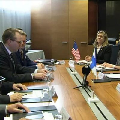 Uutisvideot: Yhdysvaltain ja Suomen puolustusministerit tapasivat
