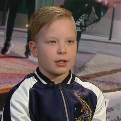 Ylen aamu-tv: 10-vuotiaan Joelin Suomi100-rapvideo villitsee