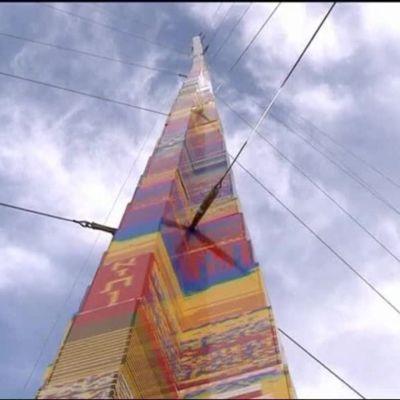 Uutisvideot: Syöpään kuolleen pikkupojan viimeinen toive toteutui: 36-metrinen muistomerkki legopalikoista