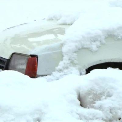 """Uutisvideot: Lunta, tulvia ja vesisateita autiomaassa – tunisialaiset ihmeissään säästä: """"Ei tiedä, onko talvi, kesä vai kevät"""""""