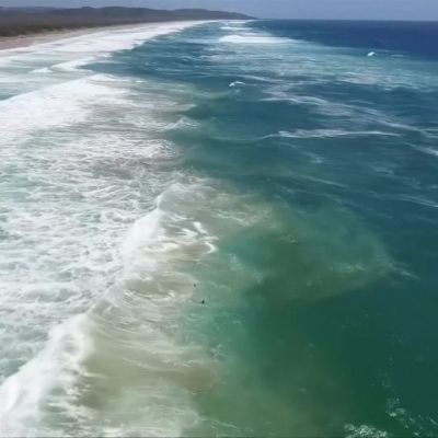 Uutisvideot: Drone pelastaa kaksi teini-ikäistä uimaria aallokosta