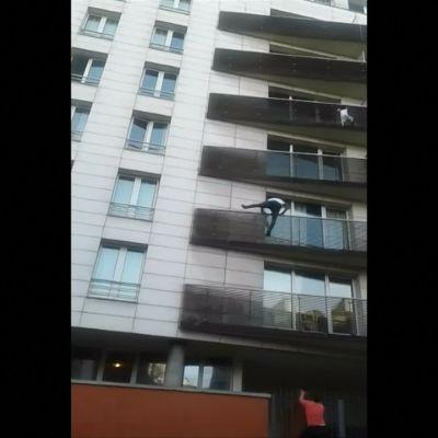 Katso video, josta koko maailma puhuu: Malilaismies kiipesi uhkarohkeasti pelastamaan 5. kerroksessa roikkuneen pikkulapsen