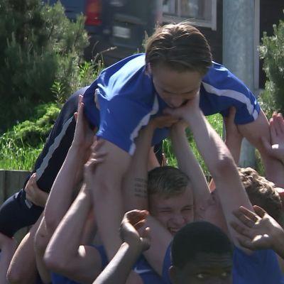 Martti Suosalo alle 19-vuotiaiden maajoukkueen apuna