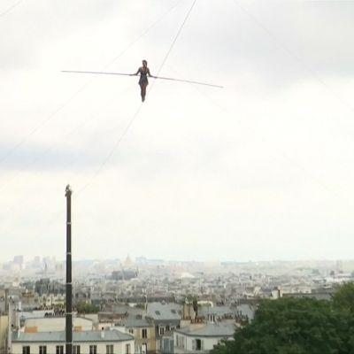 Nuorallakävelijä uhmasi painovoimaa 35 metrin korkeudessa