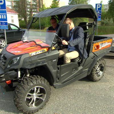 Liikenteessä vaaditaan erityistä huomiota, kun 15-vuotiaat pääsevät traktorimönkijöiden rattiin