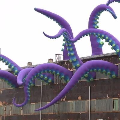Valtava merihirviö on vallannut varaston Philadelphiassa.