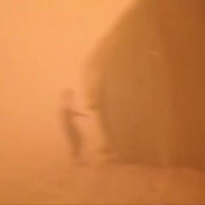 Hiekkamyrsky iski pakolaisiin Syyrian ja Jordanian rajalla