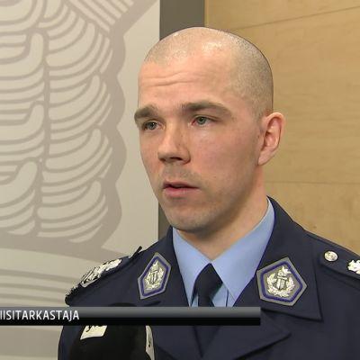 Paikallispoliiseilla on laajat valtuudet itsenäisyyspäivän mielenosoituksissa, kertoo poliisitarkastaja Konsta Arvelin